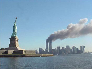9-11_statue_of_liberty_and_wtc